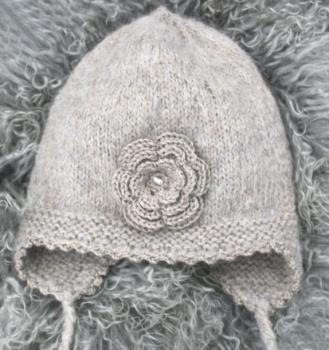 Beige lue med rose 2-3 år http://epla.no/handlaget/produkter/781193/