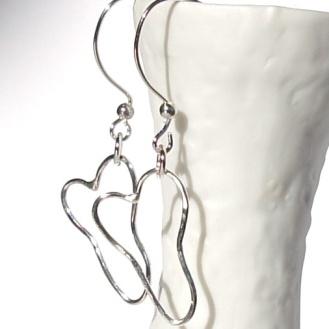 Sølvhjerter til ørene http://epla.no/handlaget/produkter/658081/