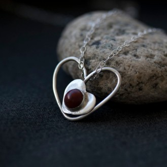 håndlaget sølvsmykke sarajewellery http://sarajewellery.no/?product=jaspis-silver-heart