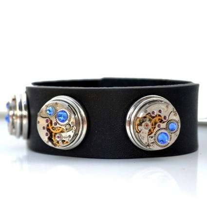Smykkehula : Unikt tøfft armbånd, av flotte gammelt urverk og lær http://epla.no/handlaget/produkter/788893/