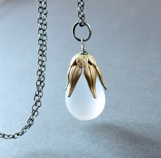 Halssmykke - glass - sølv - messing http://epla.no/handlaget/produkter/765516/