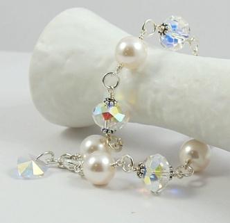 Hvitt som snø - armbånd http://epla.no/handlaget/produkter/774978/