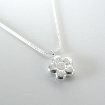 Støpt sølvblomst https://epla.no/handlaget/produkter/681960/