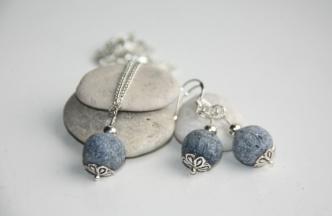 Kjede og øredobber med blå lavasteiner http://epla.no/handlaget/produkter/664049/