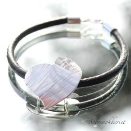 Sølvsmykkeriet: Skinnarmbånd med sølvhjerte http://epla.no/handlaget/produkter/789129/