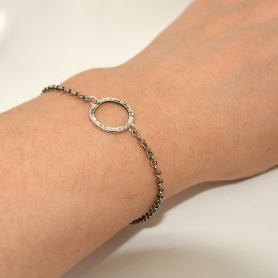 Zylla Smykker: Armbånd, Flathamret og oksidert sølvring http://epla.no/handlaget/produkter/791971/