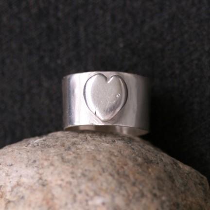 Sara Jewellery: Sølvring med hjerte http://sarajewellery.no/?product=ring-heart