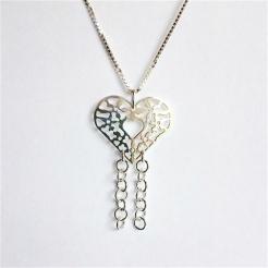 Smykkedama: Vakkert sølvanheng med sølvringer hengende ned. http://www.smykkedama.no/367825741/product/1394168/hjerte-i-s%C3%B8lv?catid=220296