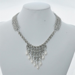 http://www.smykkedama.no/367825741/product/806154/nydelig-smykke-med-hvite-perler?catid=220291