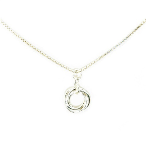 Smykkedama: En vakker og enkel roseknopp laget i 925 sølv og festet på sølvkjede med lengden 40 cm http://www.smykkedama.no/367825741/product/886262/roseknopp?catid=220296