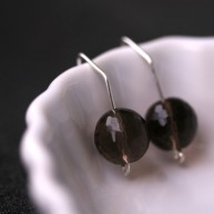 Sara Jewellery: Ørepynt http://sarajewellery.no/?product=earring-smoke-quarts