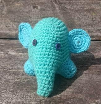 Frøken Oma: Ein snål og søt liten elefant hekla i bomull og fylt med vatt http://epla.no/handlaget/produkter/798499/