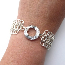 Smykkedama: Flat brynje i 925s http://www.smykkedama.no/367825741/product/1462309/flat-brynje-i-925s?catid=220296
