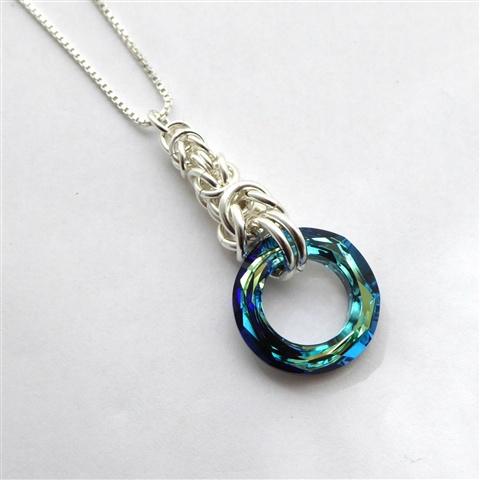 Smykkedama: Lekkert i sølv og blått http://www.smykkedama.no/367825741/product/1488194/lekkert-i-s%C3%B8lv-og-bl%C3%A5tt?catid=220296