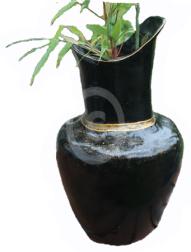 Chris-Ho-Design Miss Austen vase - svart m/gull. http://chris-ho.com/-miss-austen-vase---svart-m-gull..html