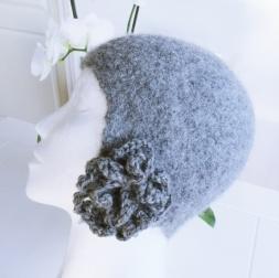Kims Lune Tovet lue med blomst http://epla.no/handlaget/produkter/807346/