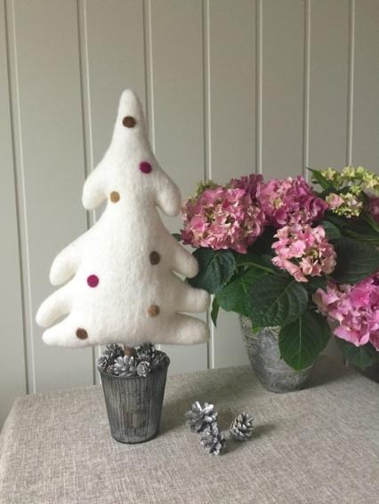 Arctic Christmas Design: Arctic Tree; Sukkertoppen (med dekor) http://epla.no/handlaget/produkter/809288/