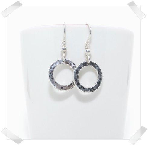 Zylla Smykker: Hamret ring, ørepynt http://zyllasmykker.tictail.com/product/hamret-ring-%C3%B8repynt
