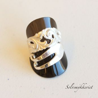 Sølvsmykkeriet: Koldgaffelring http://solvsmia.tictail.com/product/koldgaffelring
