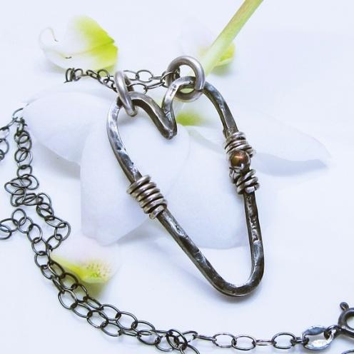 Kimmelinessmykker: Salg Håndlaget oksidert sølvhjerte https://www.epla.no/handlaget/produkter/680306/