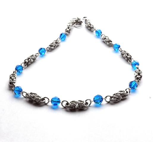 Smykkedama: SALG - Kongelenke med blå krystaller http://www.smykkedama.no/367825741/product/1332906/salg-kongelenke-med-bl%C3%A5-krystaller?catid=220291