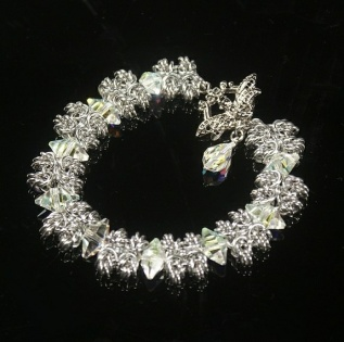 "BeChained: ""Spiky"" armbånd m/Swarovski-krystall https://www.epla.no/handlaget/produkter/837609/"