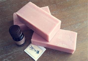 Ingas såpe og smykker: Deilig melksåpe med lukt av lavendel https://www.epla.no/handlaget/produkter/838837/