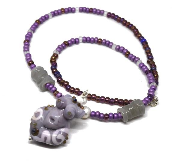 Trollsmed: Lys lilla gudinne på perlesnor https://www.epla.no/handlaget/produkter/838696/