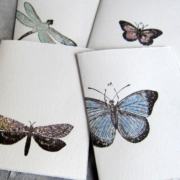 CIRKELINEDESIGN: Sommerfugler - 4 småkort https://www.epla.no/handlaget/produkter/841192/