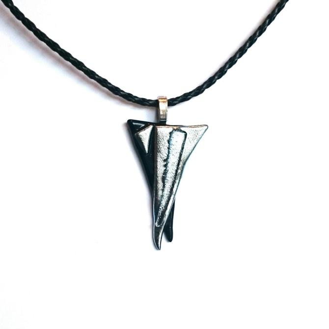 Smykkedama: unikt smykke i sølv og sort http://www.smykkedama.no/367825741/product/1932821/unikt-smykke-i-s%C3%B8lv-og-sort?catid=635492