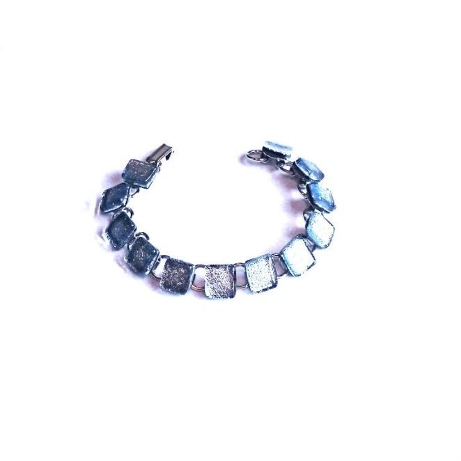 Smykkedama: armbånd i sølvfarge http://www.smykkedama.no/367825741/product/1932844/armb%C3%A5nd-i-s%C3%B8lvfarge?catid=635492