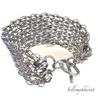 SØLVSMIA : Strikket oksidert sølvarmbånd http://solvsmia.tictail.com/product/strikket-oksidert-s%C3%B8lvarmb%C3%A5nd