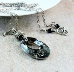 HILDES: Smykke - Swarovski - sølv https://www.epla.no/handlaget/produkter/865492/