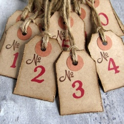 CIRKELINE DESIGN Adventskalender-lapper 1-24 https://www.epla.no/handlaget/produkter/867301/