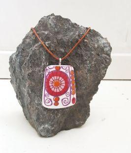 AV SUSANNE: Anheng skåret ut av en tallerken fra Figgjo flint http://avsusanne.tictail.com/product/anheng-barcarole-4997279
