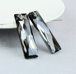 HILDES Svarte øredobber - Swarovski - sølv https://www.epla.no/handlaget/produkter/866637/