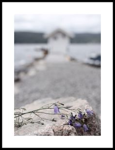 EMMIEVERLASTING By the shore. Fotokunst A3 https://www.epla.no/handlaget/produkter/866218/
