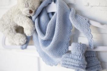 AMY`S KNITTING: Baby sjal & tøfler i Alpakka https://www.epla.no/handlaget/produkter/868126/