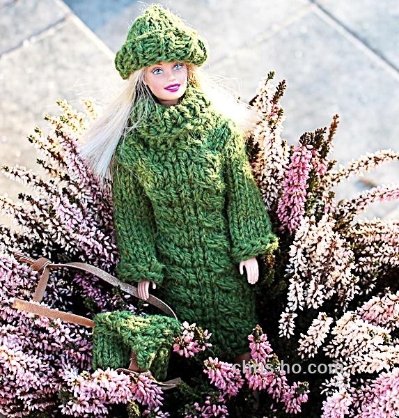 Chris-Ho-Design: Lang genser, lue og veske til Barbiedukke http://chris-ho.com/lang-genser,-lue-og-veske-til-barbiedukke.php